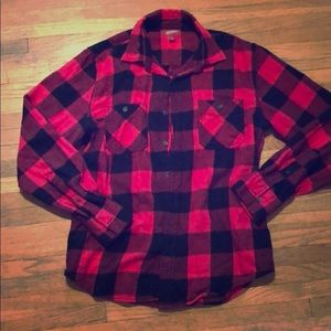 Plaid Button Down Long Sleeve Shirt. Black/Red